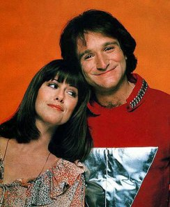 Pam Dawber and Robin Williams. TOO CUTE!