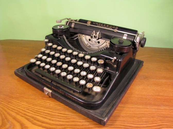 http://iantiqueonline.ning.com/photo/vintage-underwood-typewriter
